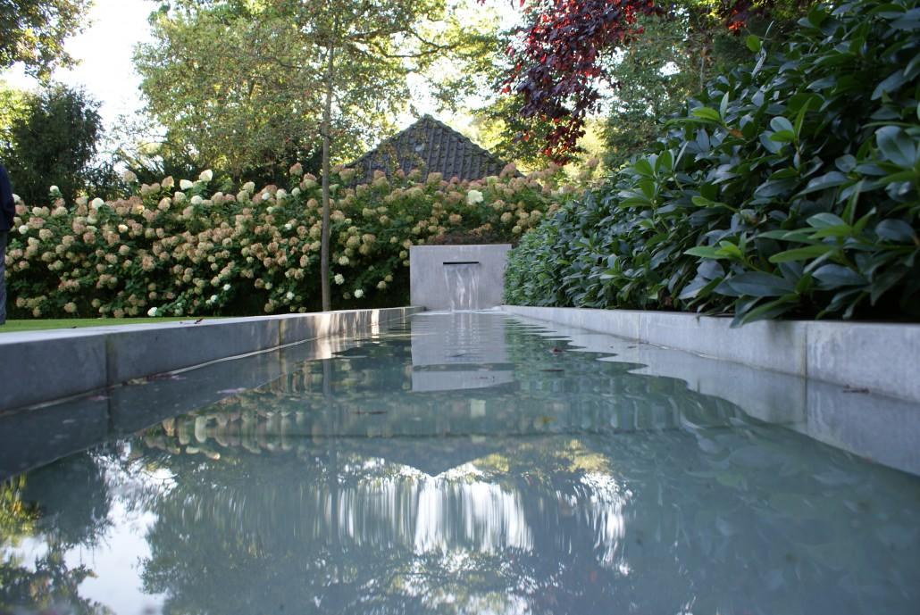 Wasserspiele teiche zinsser gartengestaltung for Edelstahl garten pool