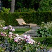Gartenzimmer mit Hecke als Sichtschutz