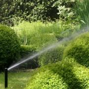 Versenkregner im Rasen sind ohne Wasserdruck unsichtbar