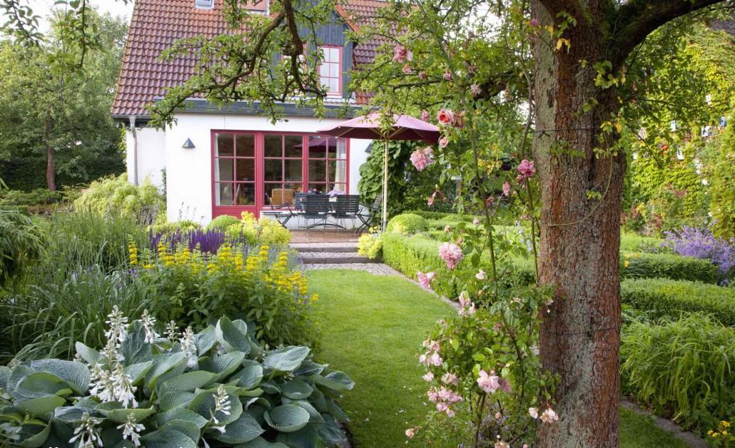 Cottage garten pflanzen  Cottage Garden › Zinsser Gartengestaltung, Schwimmteiche und ...