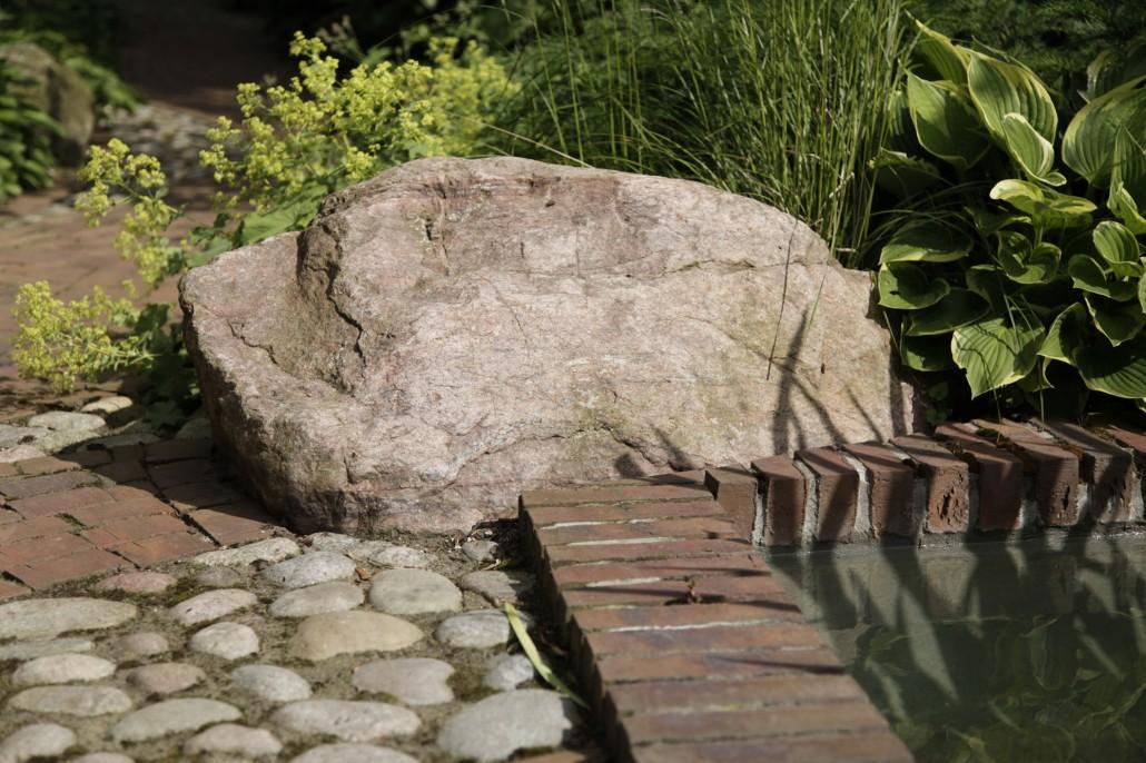 Wasserspiele teiche zinsser gartengestaltung for Gartengestaltung findlinge