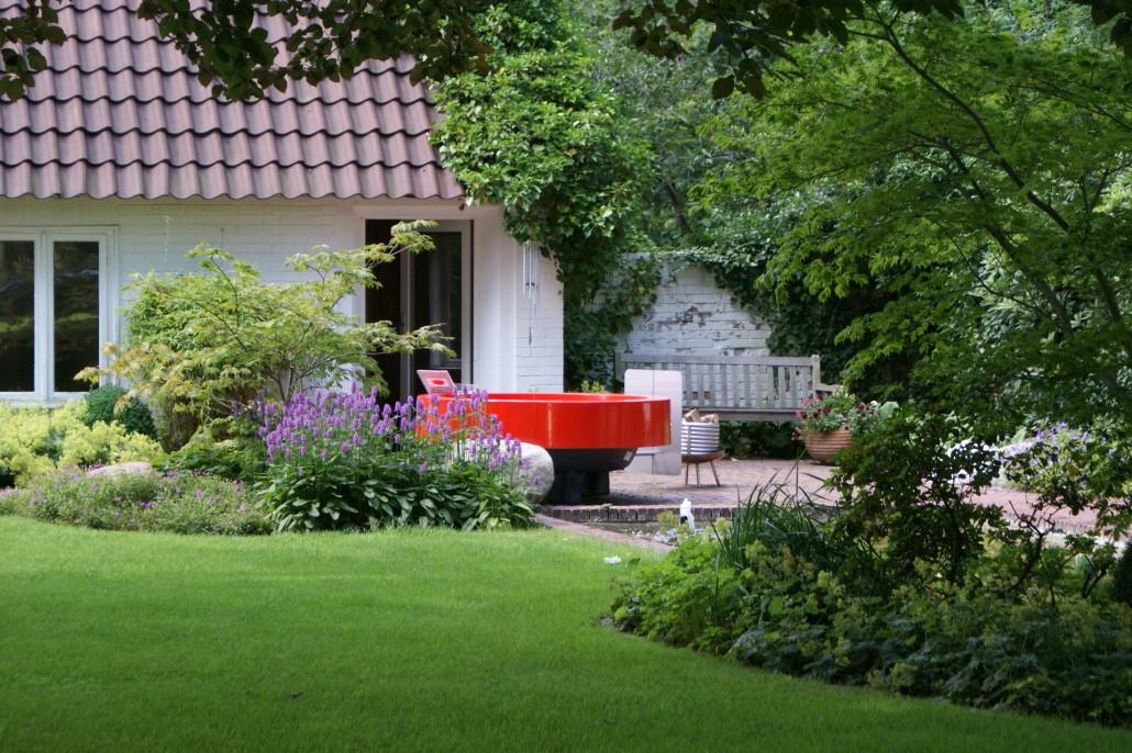 Hot tub witziges aus holland zinsser gartengestaltung for Gartengestaltung jacuzzi