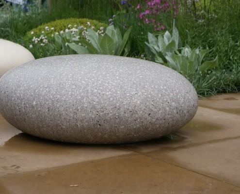 kiesflächen-grosse-kieselsteine