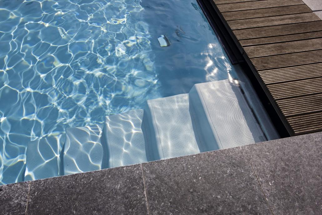 Klassische pools zinsser gartengestaltung schwimmteiche for Fertigbecken pool