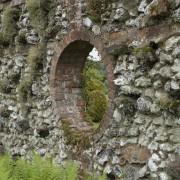 Flintstone, Feuerstein-Mauer und Klinker