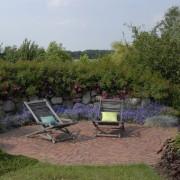 Naturgarten mit Blick in die freie Landschaft