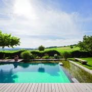 Natur pur und Einbindung der Landschaft, so ist Baden im eigenen Garten ein tolles Erlebnis