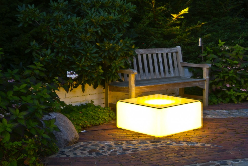 beleuchtung im garten installieren das beste aus. Black Bedroom Furniture Sets. Home Design Ideas