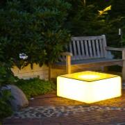 Beleuchteter Lichtwürfel mit Glasplatte - ein Abstelltisch