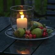 Kerzen zusätzlich zur professionellen Gartenbeleuchtung