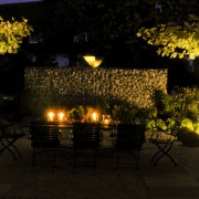 Indirekte Beleuchtung von Dachplatanen und Moonlight-Kugeln