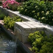 Garten verschönern und planen mit Wassergeräusche und einer modernen Wasserwand
