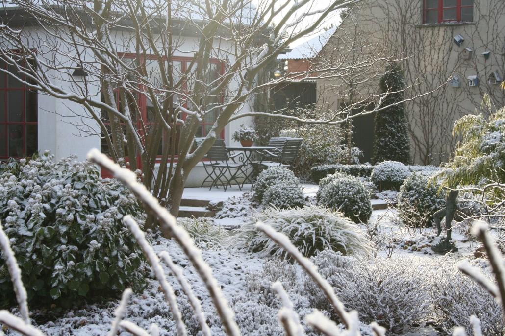 G rten im winter zinsser gartengestaltung schwimmteiche for Gartengestaltung celle