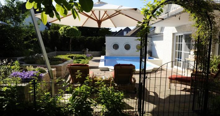 Bad Bevensen, Garten mit Swimming-Pool schönes Beispiel